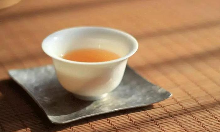 【衢州茶艺培训】茶,让淡雅的日子,氤氲着淡淡的香